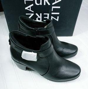 Naturalizer Eliza black leather booties